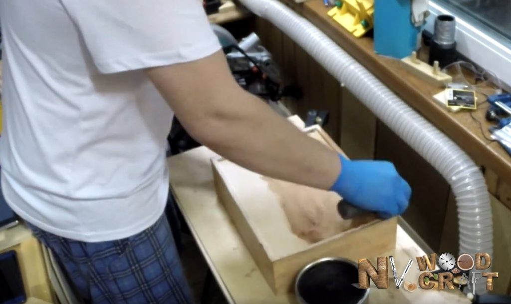 Покрытие шкатулки воском
