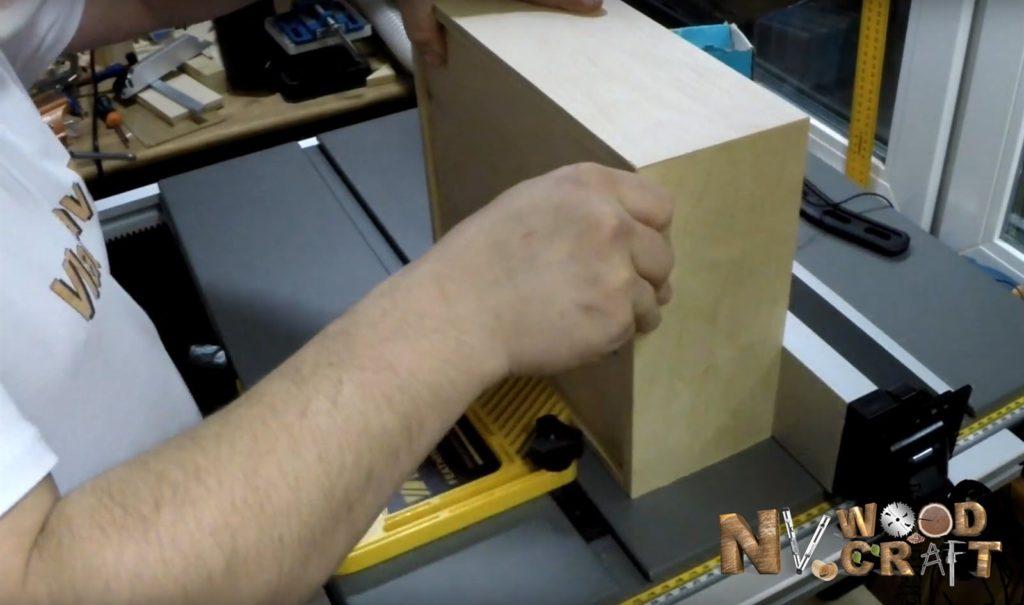 Разделение шкатулки на крышку и основание