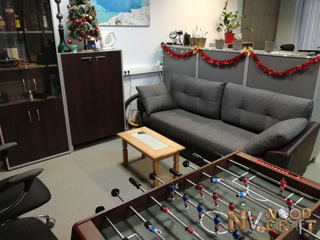 Журнальный столик в офисе 2