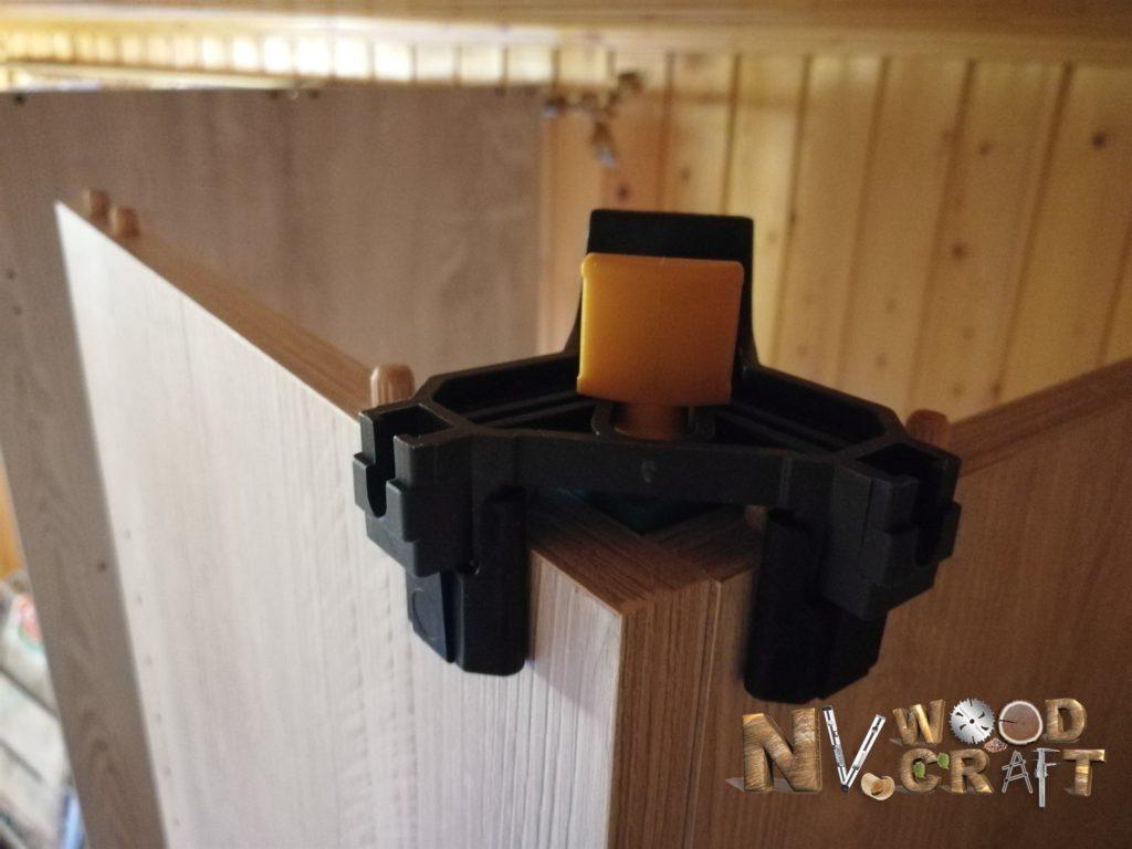 Угловая самозажимная струбцина для сборки шкафа